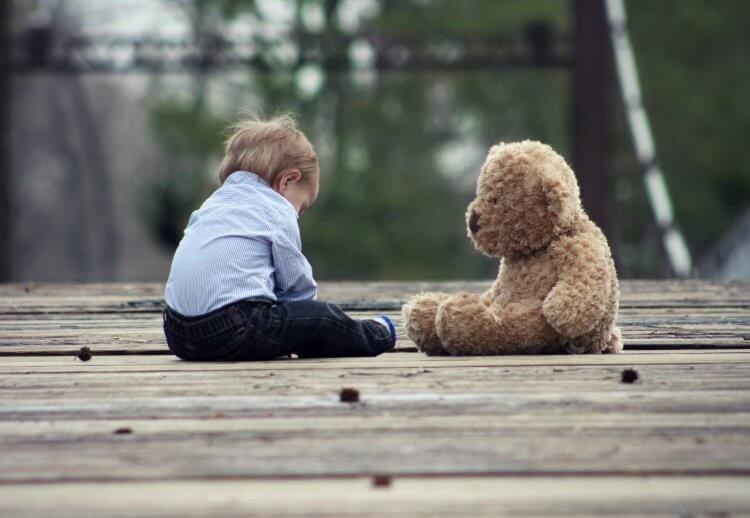 anxious avoidant attachment in childhood