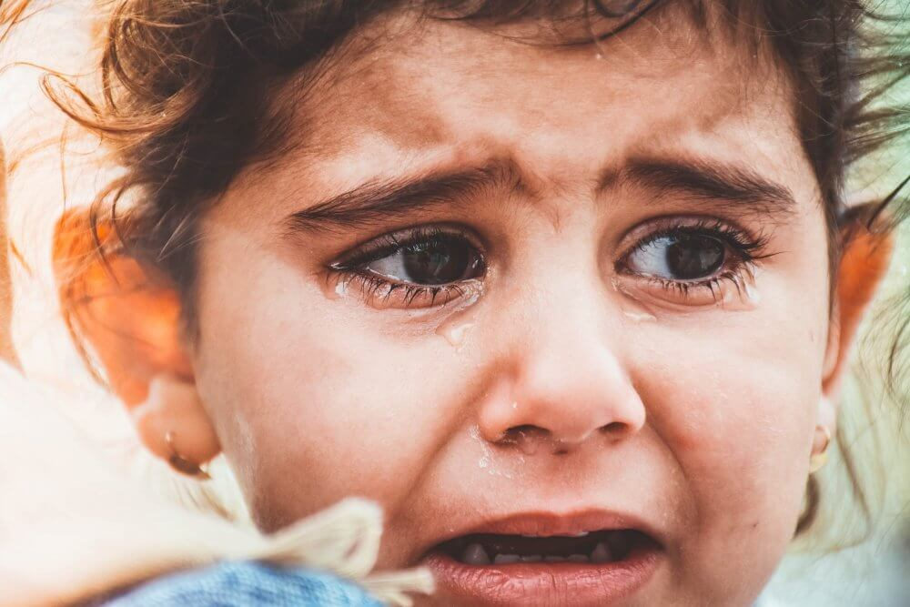 sad little girl - fearful-avoidant attachment style
